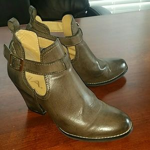 Mia brown boots with buckle. Size 7